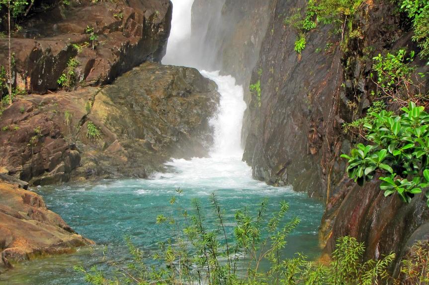 Vodopád,plavání, džungle, plavání v přírodě, jezero, kaňon