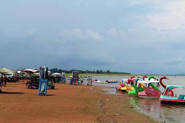 Pláž, fun, turistická atrakce, plavání, vodní skutr, speciality